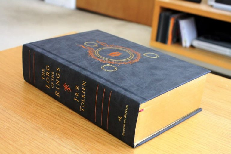 Is Lord Of The Rings Difficult Or Easy To Read