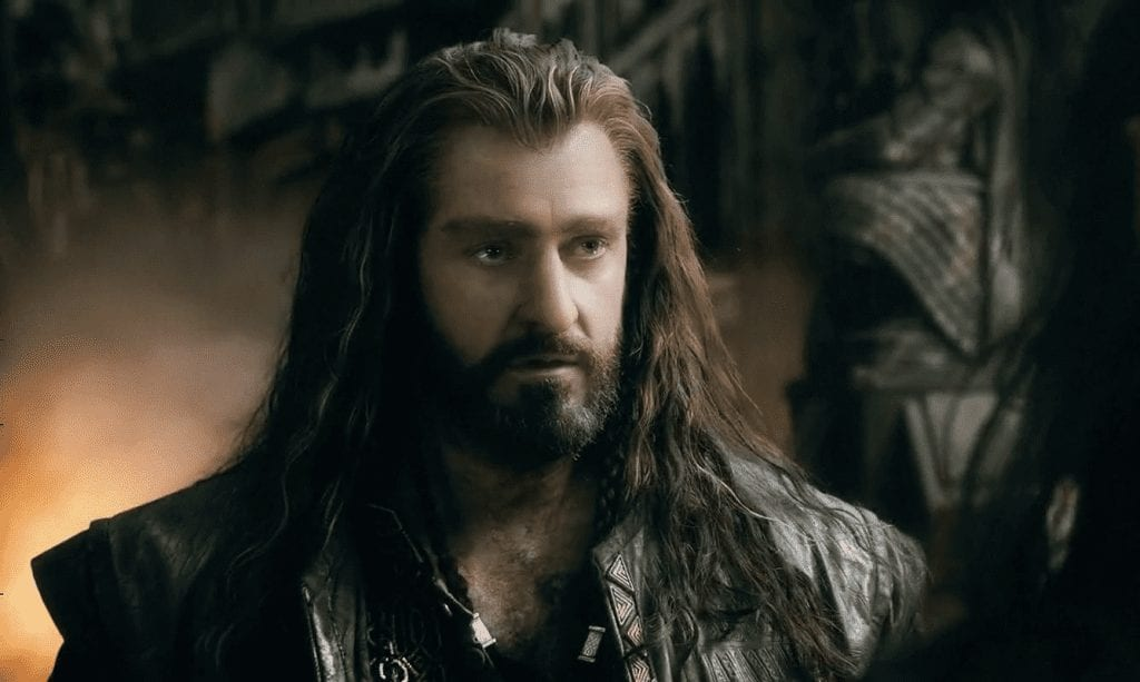 What Does Thorin Wear to Distinguish Himself?
